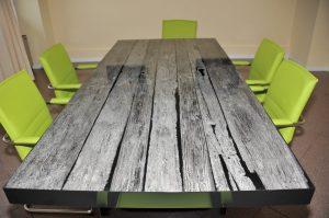 Tavolo realizzato su misura in vetro di resina - Berloni Fabio