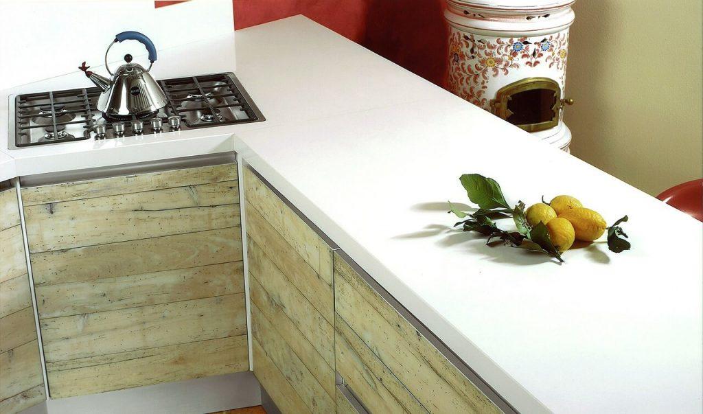 Dettagli di una cucina realizzata in resina epossidica