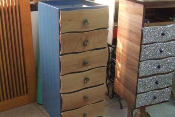 Coppia di mobili personalizzati e realizzati in resina epossidica