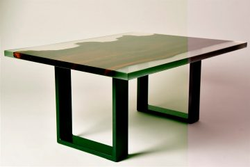 Tavolo in vetro di resina con dettagli