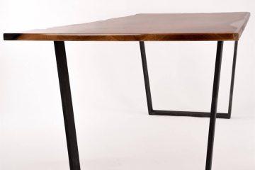 Tavolo realizzato in resina epossidica